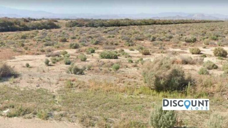 0.27 acres Lot in Lancaster, CA. APN# 3116-010-049 Street view of the property