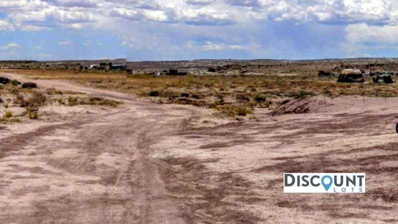 1.3 acres Lot in HOLBROOK, AZ. APN# 105-56-053 Street view of the property