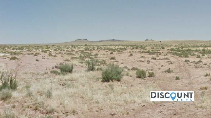 1.25 acres Lot in HOLBROOK, AZ. APN# 105-56-200 Street view of the property