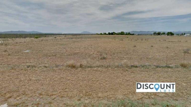 0.31 acres Lot in Douglas , AZ. APN# 407-80-291 Street view of the property