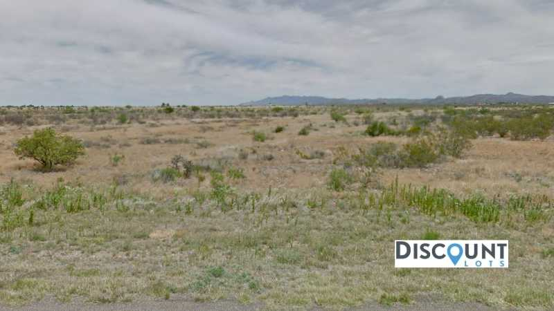 0.30 acres Lot in Douglas , AZ. APN# 407-80-336 Street view of the property