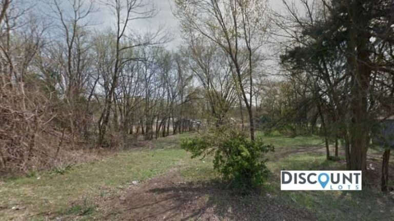 0.32 acres Lot in Independence, KS. APN# 087-36-0-40-11-016.00-0 Street view of the property