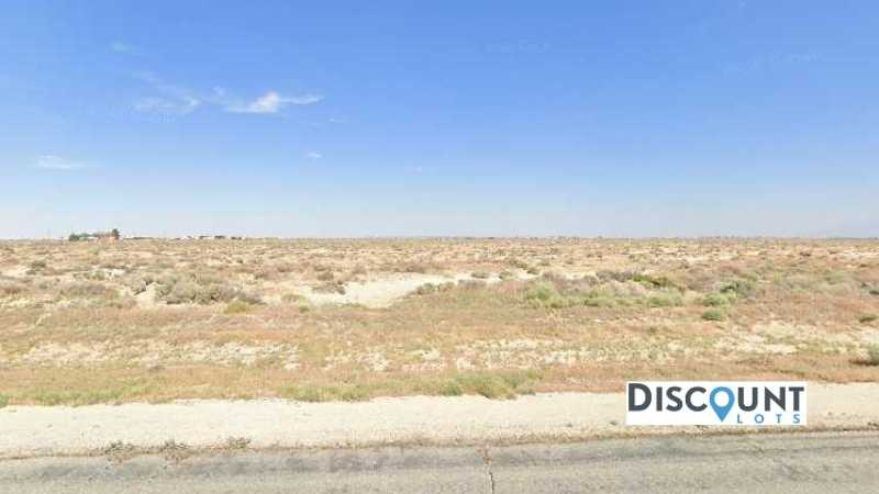 1.27 acres Lot in Lancaster,CA. APN# 3145-036-055 Street view of the property